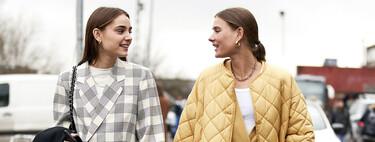Vas a querer entrar en el armario de tu abuela: las chaquetas acolchadas a modo de bata son tendencia (y tenemos la prueba)