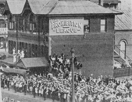 Statelibqld 2 394057 Crowd Gathered Outside The Queensland Prohibition League Building On Edward Street To Watch A Military Parade Brisbane 1927
