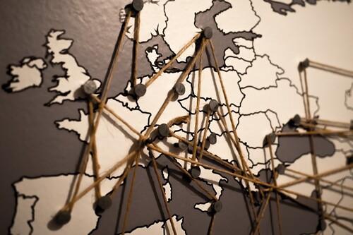 En qué consiste la 'Digital Services Act' y la 'Digital Markets Act' de la UE y cómo pretenden regular a los gigantes tecnológicos