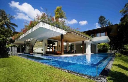La casa Tangga y su piscina completamente transparente