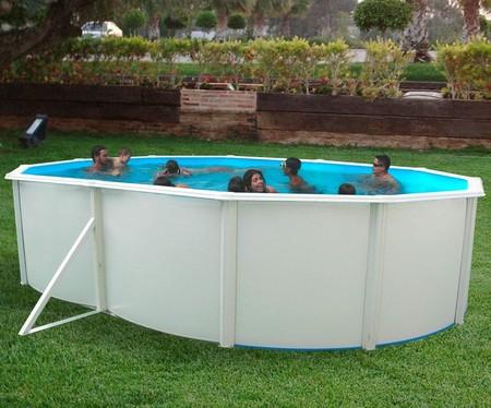 La piscina ovalada más vendida de Toi vuelve a estar disponible: mide más de 5 metros, es desmontable y hoy tiene un 20% de descuento