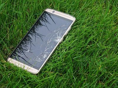Diseñados para romperse: móviles cada vez más caros y frágiles, una mala combinación
