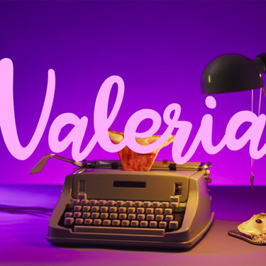 Las cabeceras de la serie Valeria de Netflix merecen un capítulo aparte: analizamos los detalles más chulos de esta forma de arte