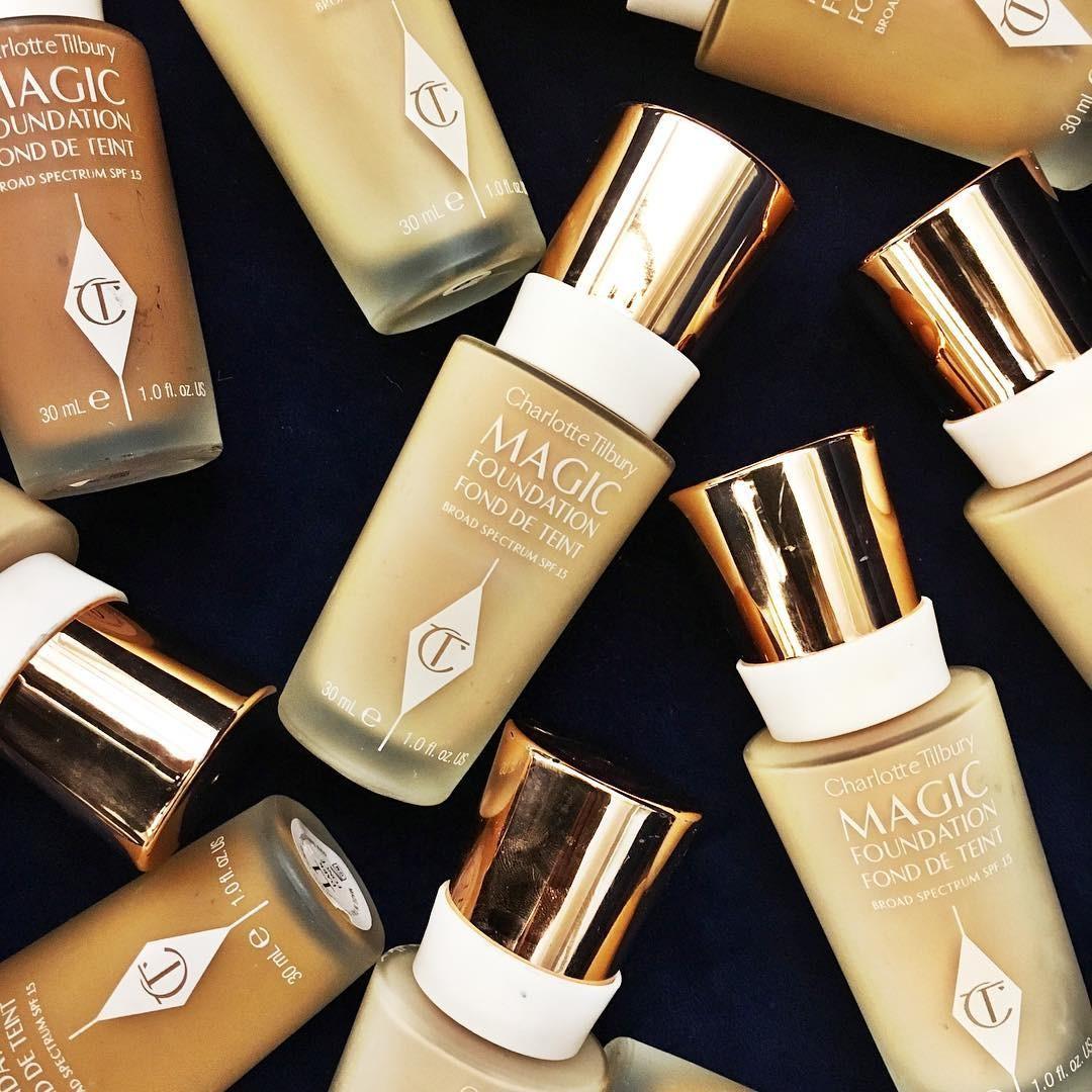 Base de maquillaje: Charlotte Tilbury Magic Foundation