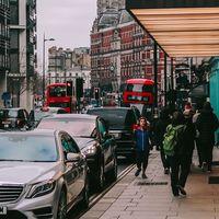 Los coches no deberían circular cerca de los colegios, según el organismo de Salud Pública de Reino Unido