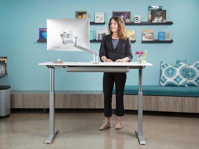 Cómo los medios hemos exagerado las virtudes de los escritorios de pie para acabar con la inactividad en el trabajo