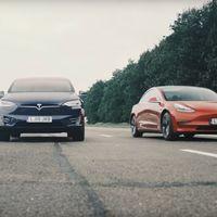 Los Tesla Model 3, Model X y Model S se miden cara a cara en una carrera de coches eléctricos inédita y desigual