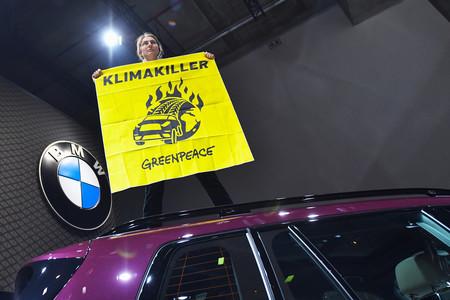 Más grandes, peligrosos y contaminantes: ya hay quien pide prohibir los SUV en las ciudades