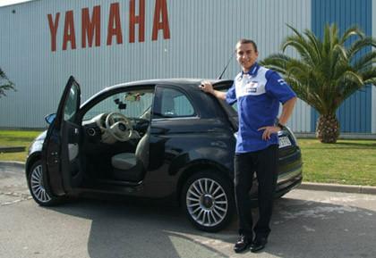 Jorge Lorenzo se mueve en el coche de moda, el Fiat 500
