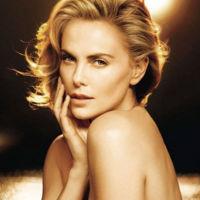 Dior J'adore à l'infini o eso es por lo menos lo que asegura Charlize Theron