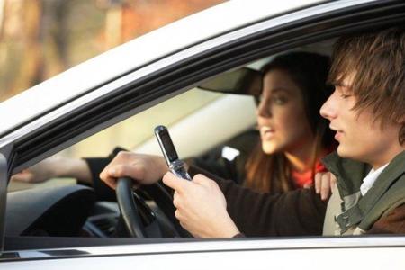 Los adolescentes prefieren su smartphone antes que el coche