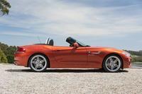 Kelly Clarkson maneja el nuevo BMW Z4