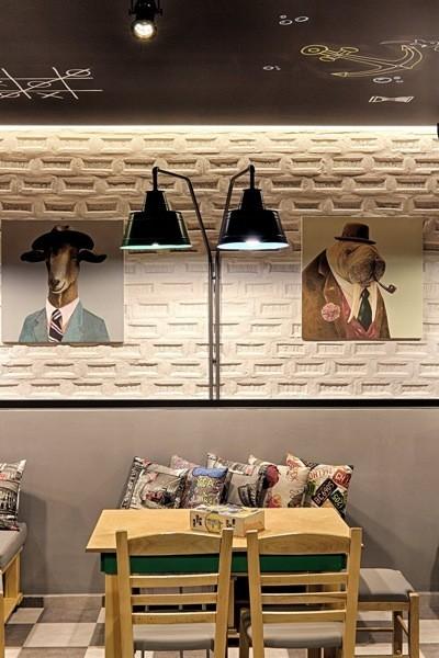 Si lo tuyo son los juegos de mesa clásicos, no te pierdas el café Alaloum en Atenas