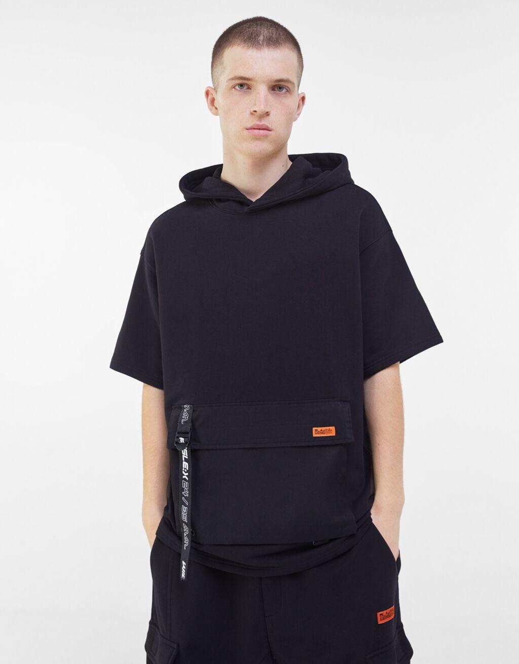 Camiseta con capucha en felpa con bolsillo delantero