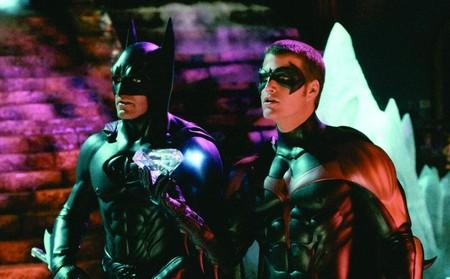 Joel Schumacher pide perdón por 'Batman & Robin' y explica por qué quiso pezones en los trajes