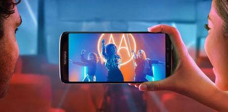 Moto E5, en una de sus imágenes promocionales