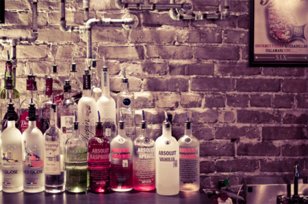 Cómo beber alcohol aumenta el riesgo de cáncer