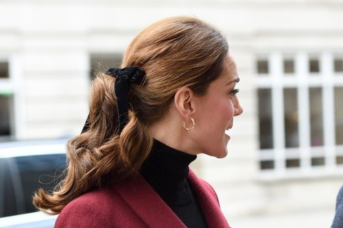 Estos lazos de terciopelo son lo más bonito que podrás llevar en el pelo esta Navidad