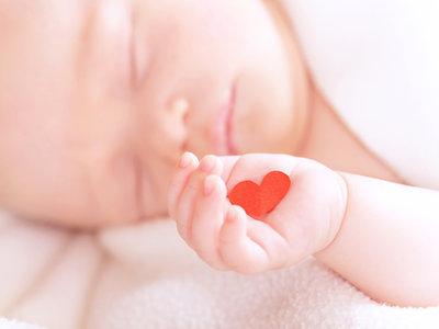 """""""Abrazadores"""", los voluntarios para dar tranquilidad y calor humano a los bebés nacidos de madres adictas"""