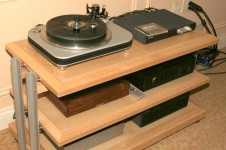 ¿Influyen los muebles en los que colocamos nuestros equipos de A/V en su sonido?