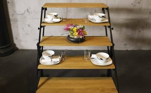 ¿Cómo conseguir que una estantería se convierta en una mesa comedor en menos de un minuto?