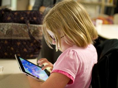 ¿Te preocupa la seguridad de los más pequeños en casa? Así puedes limitar las webs que visitan en Windows 10