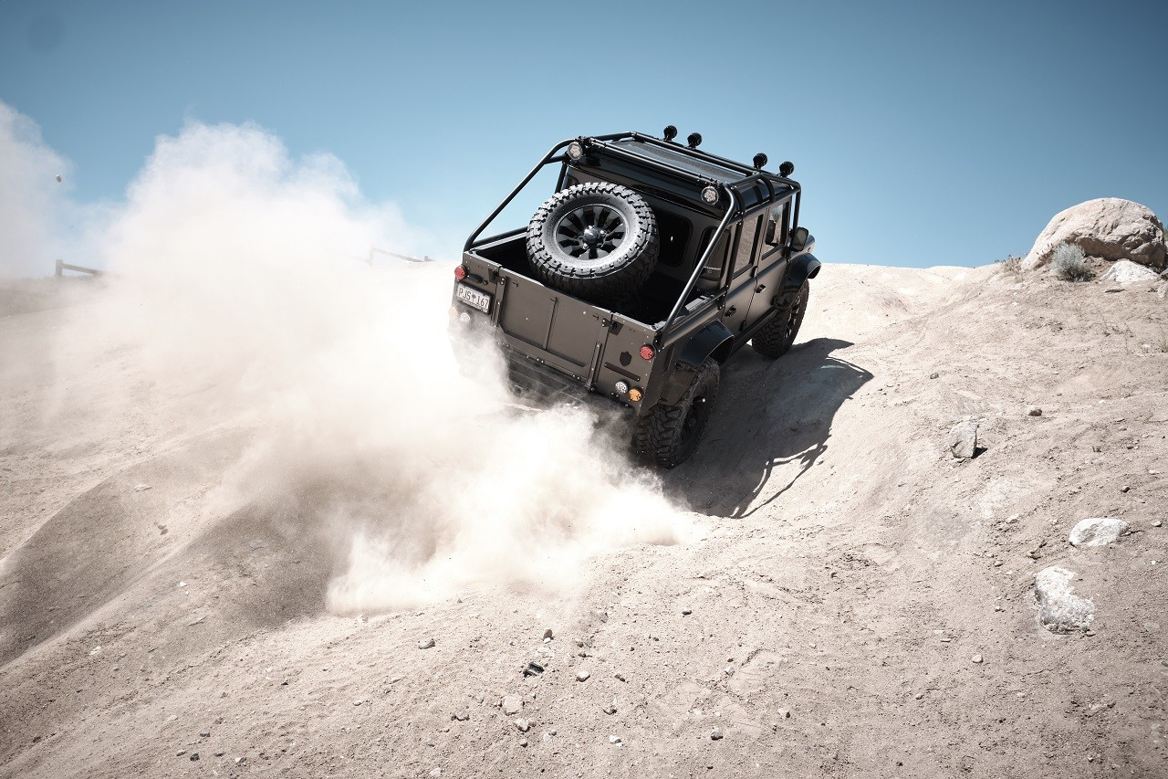 Land Rover Himalaya Spectre Defender