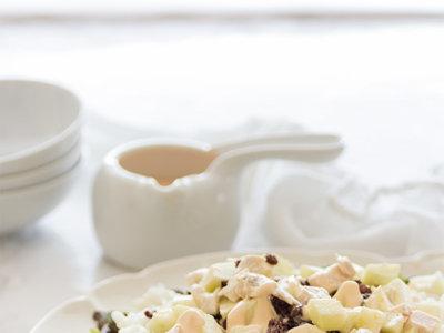 Ensalada de arroz, pollo y manzana y un refrescante helado de yogur y fresas en la Quincena Gourmet de Trendencias Lifestyle (LI)
