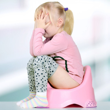 Mi hijo tiene miedo a hacer caca: por qué le ocurre y cómo puedes ayudarle