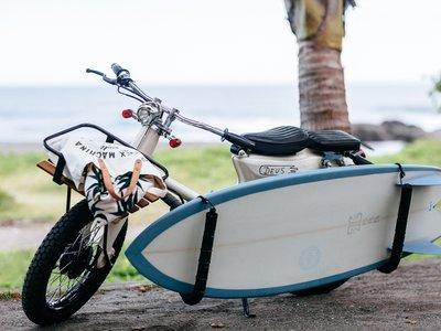 ¿Ganas de playa? Cuando las míticas Honda Super Cub van a hacer surf nacen estas 5 maravillas de Deus Ex