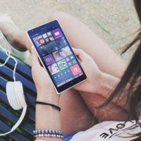 ¿Descargar vídeos 4K y 8K al instante en el móvil? Fujitsu ya prepara una antena para ello