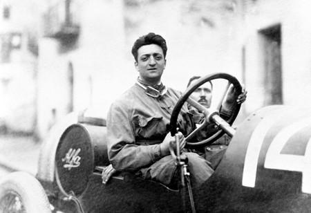 Enzo Ferrari cumpliría 120 años hoy y estas magníficas fotos lo celebran como se merece