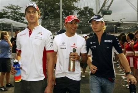 Adrian Sutil deja entrever que hay racismo en las sanciones a Lewis Hamilton