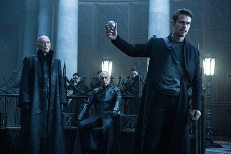 Theo James Y Charles Dance Underworld Guerras De Sangre