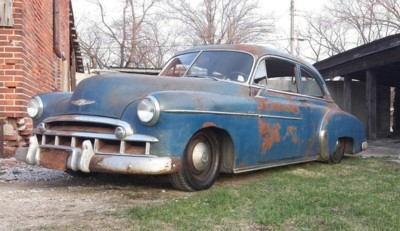 Es tendencia: compraventa de coches 'vintage' en su salsa (de óxido)