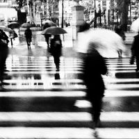 'City on the move (It rains)', captando el flujo de la vida a través de la mirada de Richard Bilbao Yacubov