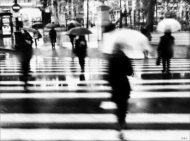 'City on the move (It rains)', captando el flujo de la vida a través de la mirada de Richard Bilbao Yacubov