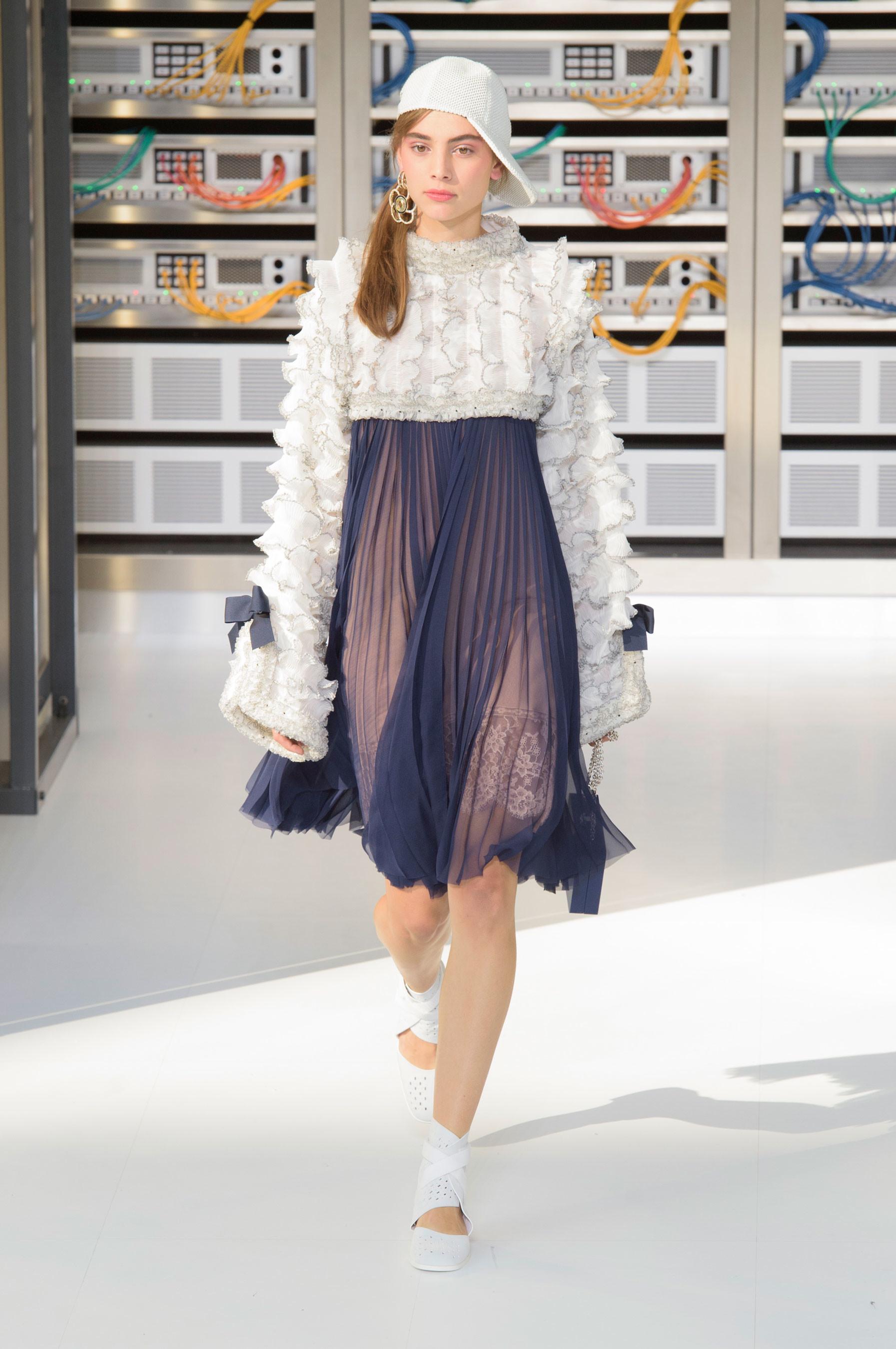 Foto de El regreso al futuro de Chanel en su colección Primavera-Verano 2017 (66/96)