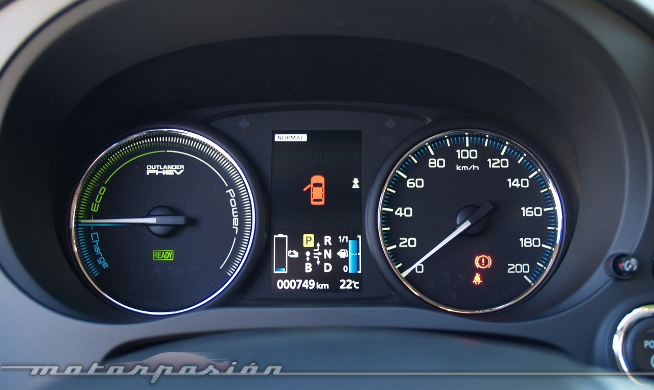 Foto de Mitsubishi Outlander PHEV (toma de contacto) (27/27)