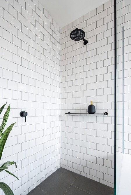 Round Wall Mounted Matte Black Shower
