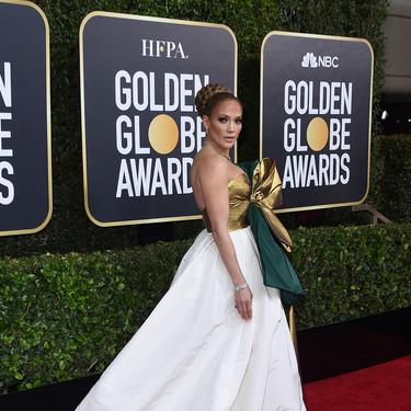 Jennifer Lopez nos deja sin palabras con su vestido pero no acierta con el peinado en los Globos de Oro 2020
