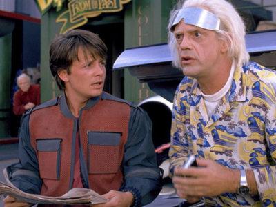 Hoy es el día de Regreso al Futuro y echamos un vistazo a la cosecha mítico-seriéfila de 1985