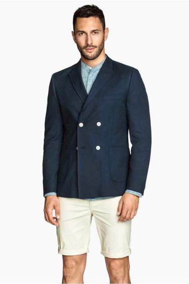 Vuelve el dilema nacional de todos los veranos: ¿nos ponemos el blazer con bermudas?