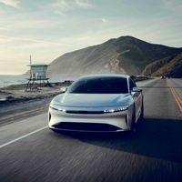 Arabia quiere reducir su dependencia del petróleo con coches eléctricos. Si no es con Tesla, será con Lucid Motors