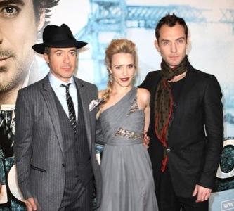 Jude Law y Robert Downey Jr, dos estilos muy elegantes en la premiere de Sherlock Holmes
