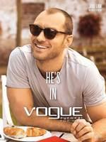 Ya sea con gafas de pasta o de metal, Jude Law deslumbra como imagen de Vogue Eyewear