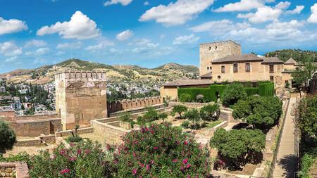 Alojate En Pleno Centro Granada Con Entradas A La Alhambra Y Generalife Mas Tour Guiado