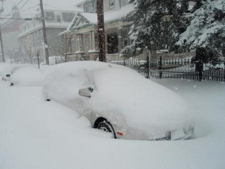Toyota Prius Enterrado En Nieve