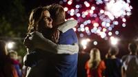 Rachel Griffiths no tendrá más vacaciones pagadas: NBC cancela 'Camp'