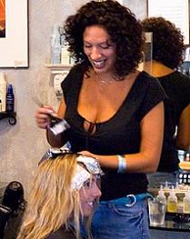 Riesgos en el embarazo de peluqueras, hijos con malformaciones congénitas